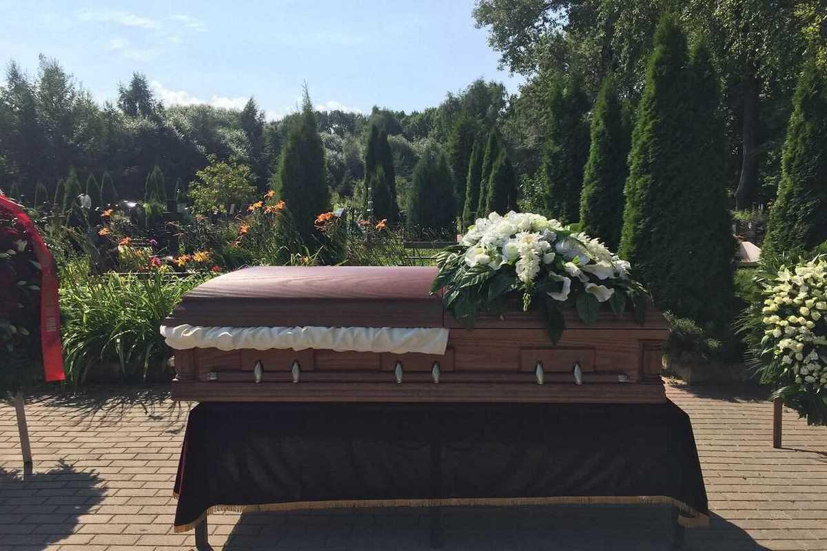 kupit i kak vybrat venok na pohorony - Где купить и как выбрать венок на похороны.